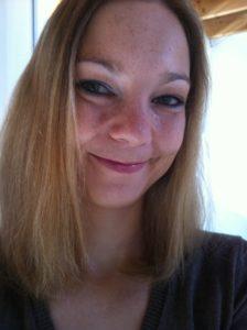 Portraet von Stoffwindelberaterin im Landkreis Loerrach Bianca Pokarn instoffies gewickelt